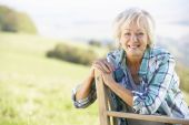 Senior woman outdoors — Stock Photo