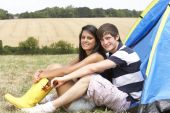 Couple on camping trip — Stock Photo