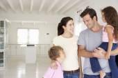 Family in new home — Stockfoto