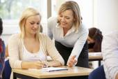 Students and female tutor — Stockfoto