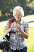 Woman on golf course — Stock Photo