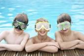 Meninos na piscina — Foto Stock