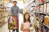 Father and daughter shopping — Stock Photo