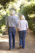 Altes paar auf spaziergang — Stockfoto
