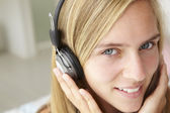 Teenage girl with headphones — Stock Photo