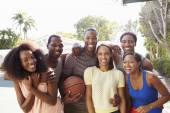 Friends Playing Basketball Match — Stock Photo