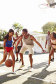 Young Friends Playing Basketball Match — Foto de Stock