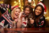 Group Of Friends Enjoying Christmas Drinks — Stock Photo