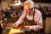 Man Restoring Violin — Stock Photo