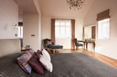 美しいベッドルームのインテリア — ストック写真