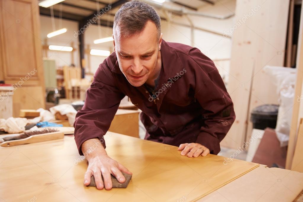 Carpintero de madera acabado en taller fotos de stock for Carpintero de madera
