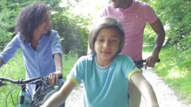 African American Family On Cycle Ride — Stock Video
