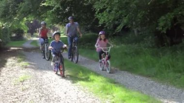 Family On Cycle Ride — Stock Video