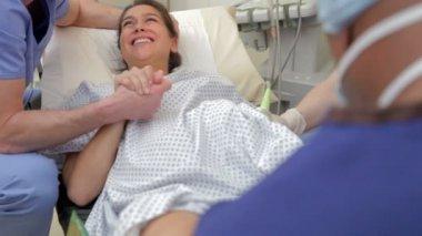 Femme subissant un traitement de Fiv — Vidéo