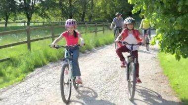 Hispanic Family On Cycle Ride — Stock Video