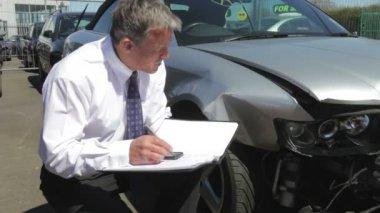 Loss Adjuster Inspecting Car — Stock Video