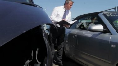 Loss Adjuster Inspecting Car — Video Stock
