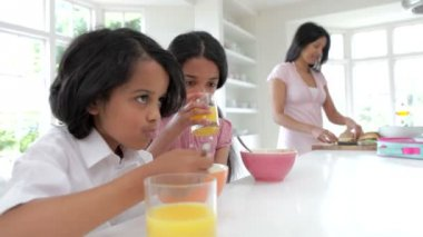 Schoolchildren Having Breakfast — Vídeo stock