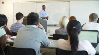 Tutor Teaching University Students — Stock Video