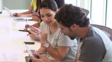 Hispanic Designers Meeting To Discuss New Ideas — Stock Video