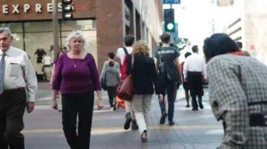 Pedestrians On Sidewalk In Los Angeles — Stock Video
