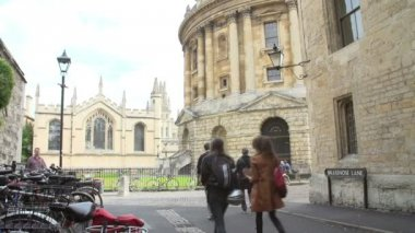 View Of The Oxford Radcliffe Camera From Brazenose Lane — Vídeo stock