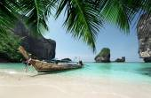 Boat at Phi Phi island, Thailand — Stock Photo