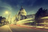 St Paul's Cathedral and moving Double Decker bus, London, UK — Stock Photo