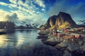 Fishing hut at spring sunset - Reine, Lofoten islands, Norway — Stock Photo