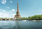 Seine in Paris with Eiffel tower in morning time — Stock Photo