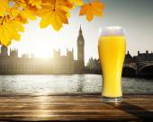 Fresh  unfiltered beer and Westminster, London, UK — Stock Photo