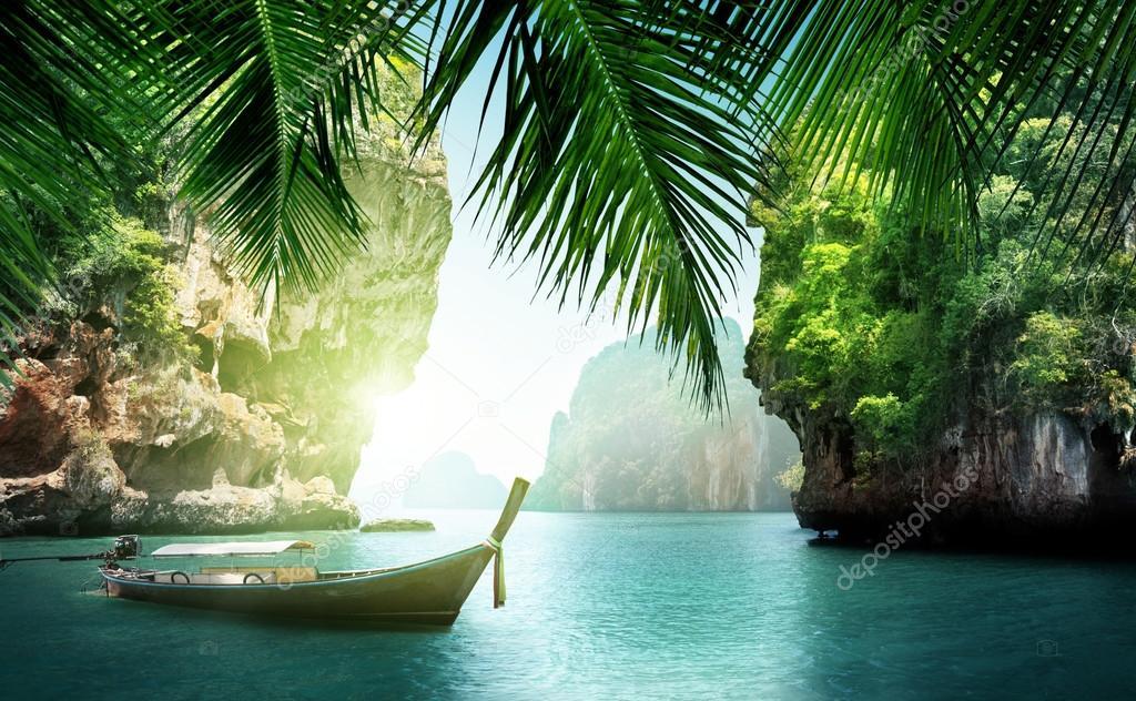Фотообои Тропическое море и скалы