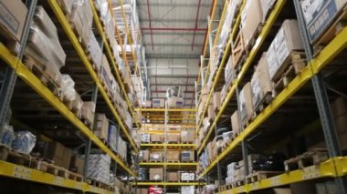 Camera moving between palettes with ordered goods and materials at warehouse — Stock Video
