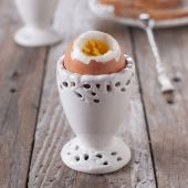 Boiled healthy egg — Stock Photo