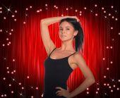 Vacker dansare i svart klänning — Stockfoto