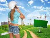 Builder talking on phone. — Stock Photo