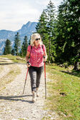 Hiking woman with sunglasses  — Stock Photo