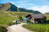 Hiker in the austrian alps — Stock Photo