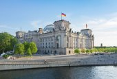 Reichstag building, view from Spree river in Berlin, Germany — Stock Photo