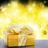 Gouden geschenkdoos — Stockfoto