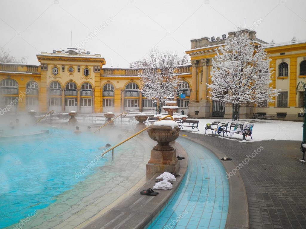 Ba os termales de szechenyi en budapest fotos de stock - Banos budapest ...