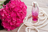 Hortensia  flowers and bottle of fragrance — Foto de Stock