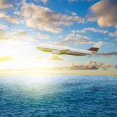 Plane and sunrise — Стоковое фото
