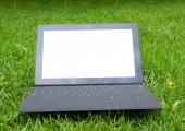 Tablet with keyboard on fresh grass — Stock Photo