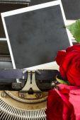Red rose on typewriter — Stock Photo