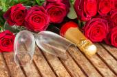 Dark red  roses with neck of champagne — ストック写真