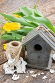 Easter decorations with yellow tulips — Stock Photo