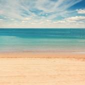 Meer mit blauem himmel — Stockfoto