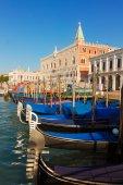Gondolas  and Doge palace, Venice, Italy — Stok fotoğraf