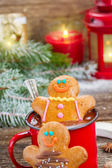 Gingerbread men with mug of hot chocolate — Stock Photo